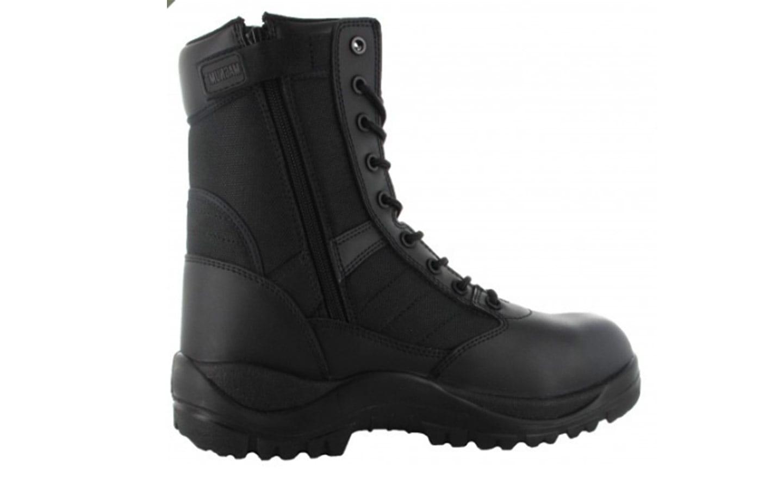 Ces chaussures Rangers sont fabriquées par la société Magnum, dont la  réputation n est plus à faire. Cette Rangers est coquée et dispose d un zip  sur le ... bebe39c59d22
